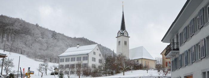 Kirche und Dorf Langenbruck im Winter