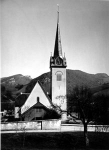 1895 Kirche mit Friedhofmauer